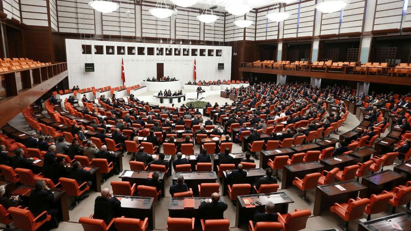 Türkiyə parlamenti koronavirusa görə bağlandı