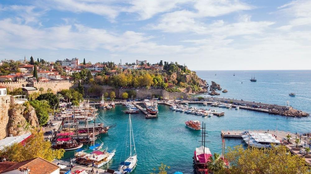 Oktyabrda Türkiyəyə gələn turistlər-in ən çox hansı ölkədən olduqları açıqlanıb