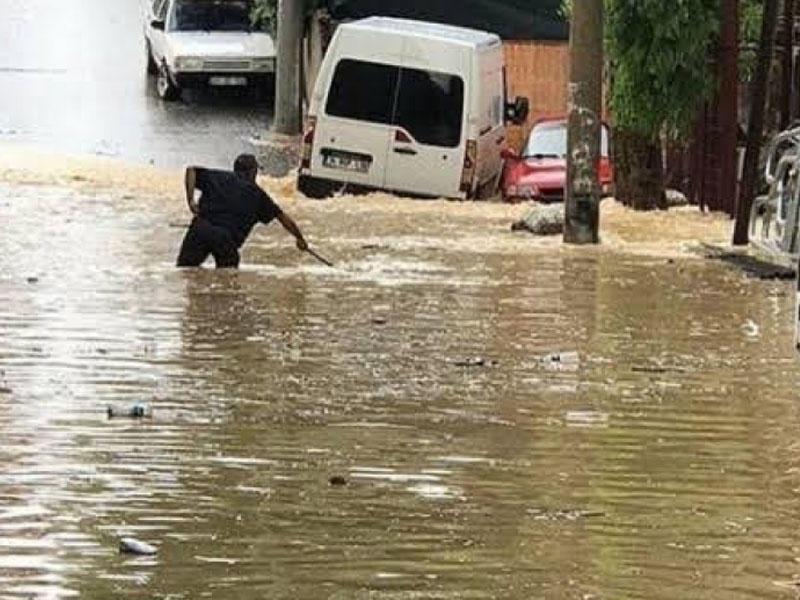 Türkiyədə yağan aramsız yağışlar bəzi bölgələrində çətinliklər yaradıb – FOTO