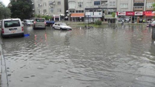 Türkiyədə yağan aramsız yağışlar bəzi bölgələrində çətinliklər yaradıb