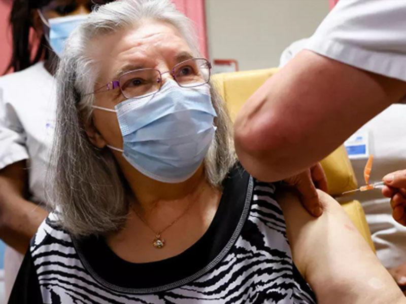 Türkiyədə 80 yaşdan yuxarı şəxslərin vaksinasiyasına başlanıldı
